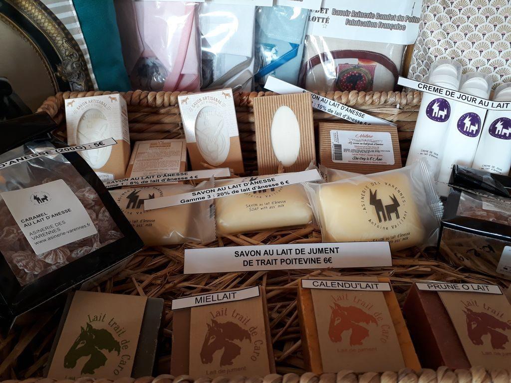 savons au lait d'ânesse et de jument à la boutique de l'Asinerie du Baudet du Poitou
