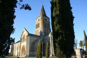 église romane saint pierre d'aulnay de saintonge